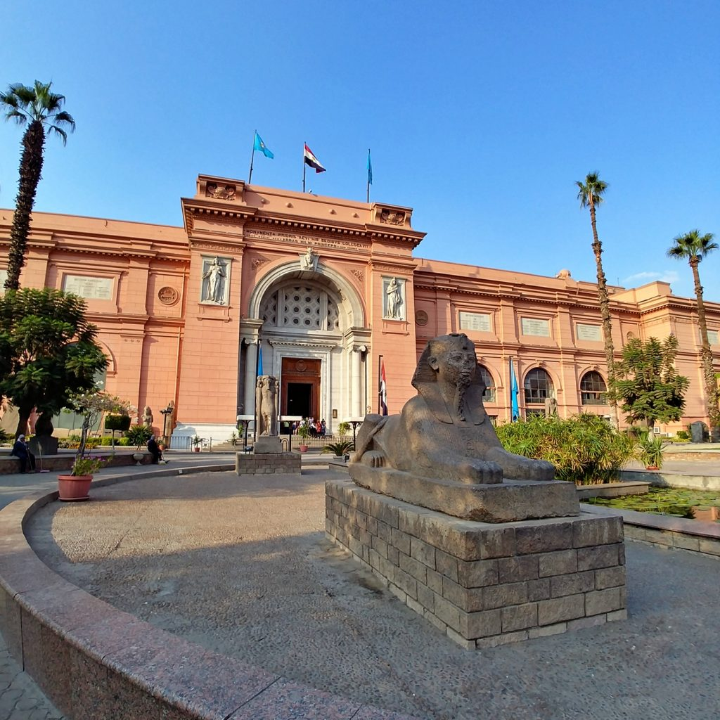 cairo egyptian museum outside entrance