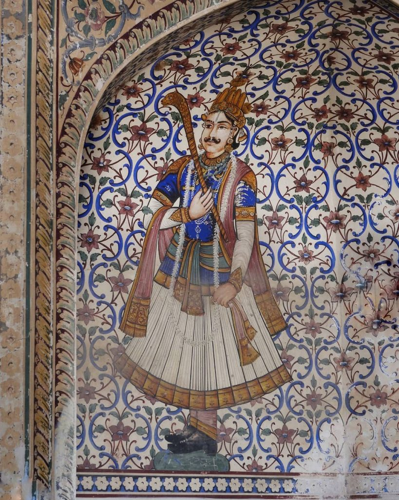 a maharaja painting at the entrance of the city palace of Jaipur