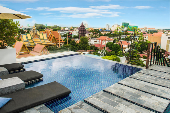 rooftop pool with panoramic view of Sihanouk boulevard