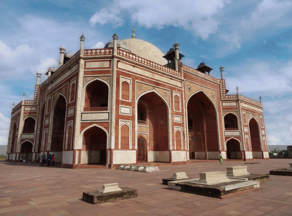 main platform exterior architecture of Humayun's tomb - Delhi