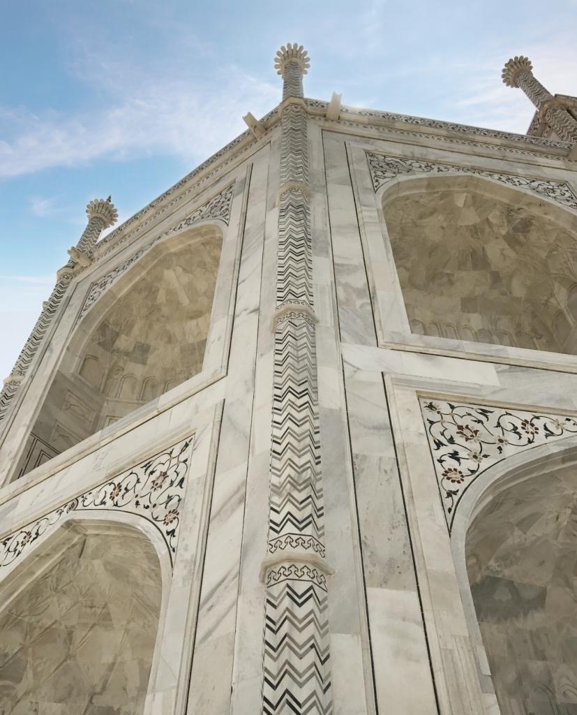 optical illusion on the pillars of Taj Mahal