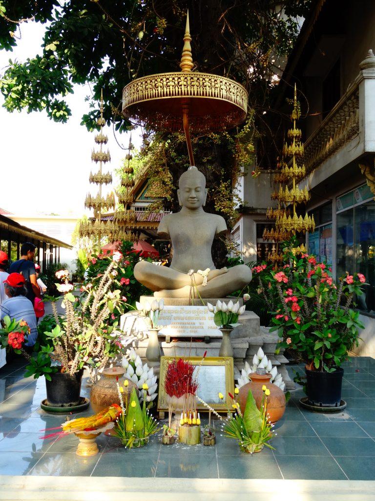 the stayue of ancient King Jayavarman VII
