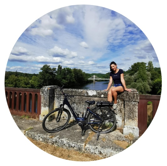 biking experience alogn the river Dordogne